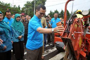 gambar 6 peresmian saluran fiber optik bawah tanah di Bandung